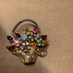 Jewelry - Spring is upon us - vintage pin